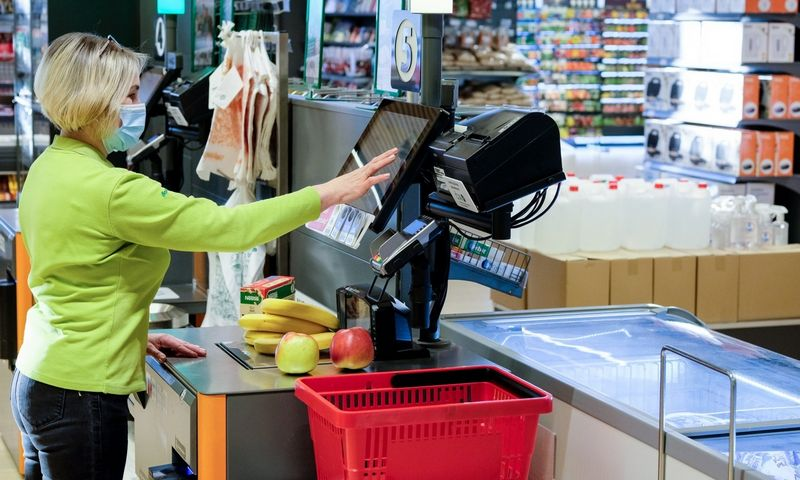 """""""Norfos"""" parduotuvėse išbandomos technologijos, kurios padės pirkėjams savitarnos kasose sugaišti kuo mažiau laiko. Vladimiro Ivanovo (VŽ) nuotr."""