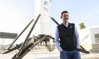 """JAV milijardieriaus kišenėje – bilietas """"SpaceX"""" erdvėlaiviu į kosmosą"""