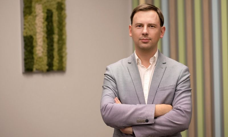 Andrius Kamarauskas, Šiaulių banko kasdienės bankininkystės direktorius, sako, kad mokėjimo rinkos naujovės daugiausia įtakos turės vienam didžiausių SVV iššūkių – pinigų srautams.  Bendrovės nuotr.