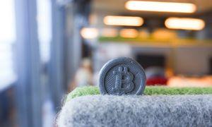 Biržose teigiamos nuotaikos, bitkoino pasiekimai – 53.000 USD ir 1 trln. USD