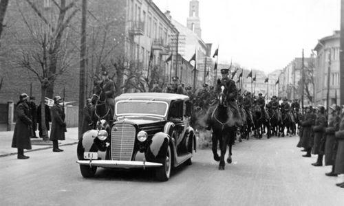 Benzinu kvepiančios tradicijos: lietuviai ir automobiliai