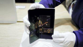 """""""Huawei"""" pristatė """"Mate X2"""" už beveik 3.000 USD"""
