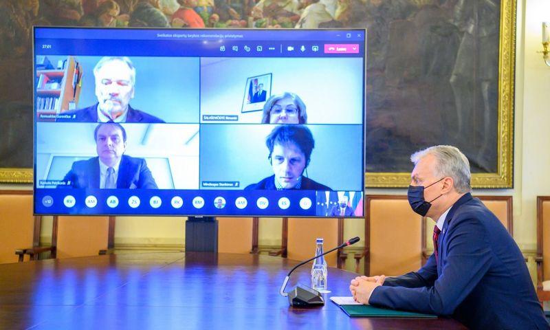 Prezidentas G. Nausėda nuotoliniu būdu tarėsi su sveikatos ekspertų tarybos nariais. Roberto Dačkaus (Prezidento kanceliarija) nuotr.