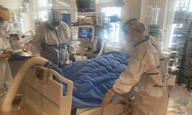 """""""Švyturio"""" dovanota įranga jau naudojama Santaros klinikų Covid-19 sergančių pacientų reanimacijos skyriuje. Nuotr. Santaros klinikų 1-osios reanimacijos skyriaus."""