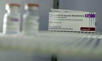"""""""AstraZeneca"""" tikina, kad pristatys pasižadėtas vakcinos dozes, ES abejoja"""