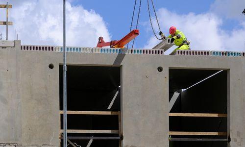 Pernai butų plėtotojai traukė rankinį stabdį, šiemet stovi eilėjeprie statybos gaminių