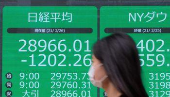 Akcijų išsipardavimas, prasidėjęs JAV, ritasi per pasaulį