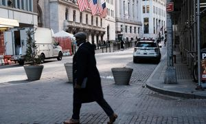 Pasaulio akcijoms nepavyksta atsigauti po smarkaus išsipardavimo