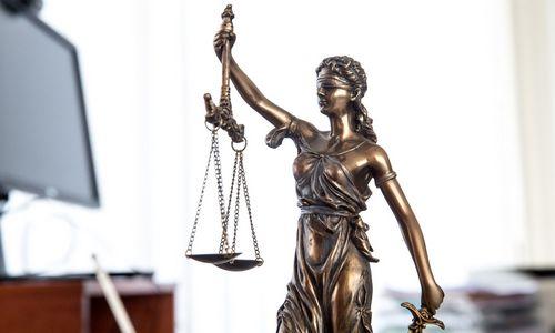 Teisme –trijų advokatų ir verslininko byla dėl neteisėto poveikio STT vadovui