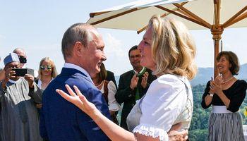 """V. Putino šokdinta Austrijos politikė skiriama į """"Rosneft"""" direktorių tarybą"""