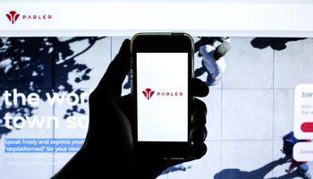 """Socialinis tinklas """"Parler"""" pateikė naują ieškinį prieš """"Amazon"""""""