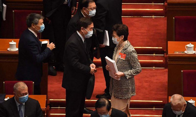 """Honkongo vadovė Carrie Lam atvyko į Kinijos Naciponalinio Liaudies Kongreso metinę sesiją. Leo Ramirez (AFP/""""Scanpix"""") nuotr."""