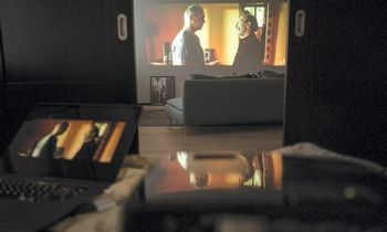 """Įmonės savo darbuotojus įkvepia """"Kino pavasario"""" filmais"""
