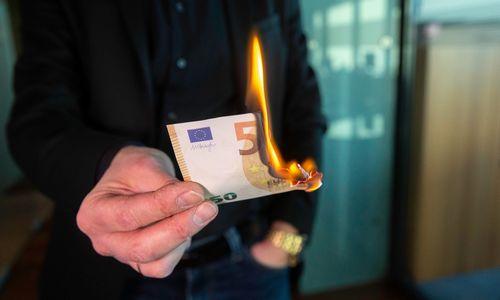 Iššūkis vyriausiems pensijų fondų dalyviams – kaip išsigelbėti nuo piktėjančios infliacijos