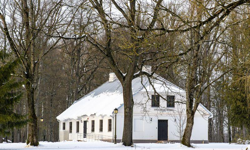 Zyplių dvaro oficinoje įrengtas modernus viešbutis. Mariaus Sarapino nuotr.