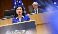 Briuselis įspėja apie pavojų spaudos laisvei Vengrijoje, Lenkijoje ir Slovėnijoje