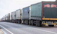 Pasienyje su Baltarusija eilėse laukia apie 2.300 vilkikų