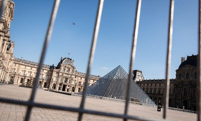 """Luvro muziejus šiuo metu yra uždaryas dėl saugantis nuo koronaviruso įvestų  ribojimų. Loise Meresse (SIPA/""""Scanpix"""") nuotr."""