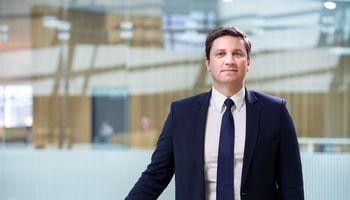 """KPMG: pasaulinės investicijos į """"fintech"""" pernai sumažėjo trečdaliu"""