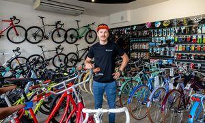 Tiekimastrūkinėja: vieni susirinko konkurentų paliktus dviračius, kiti – bent jų grandines
