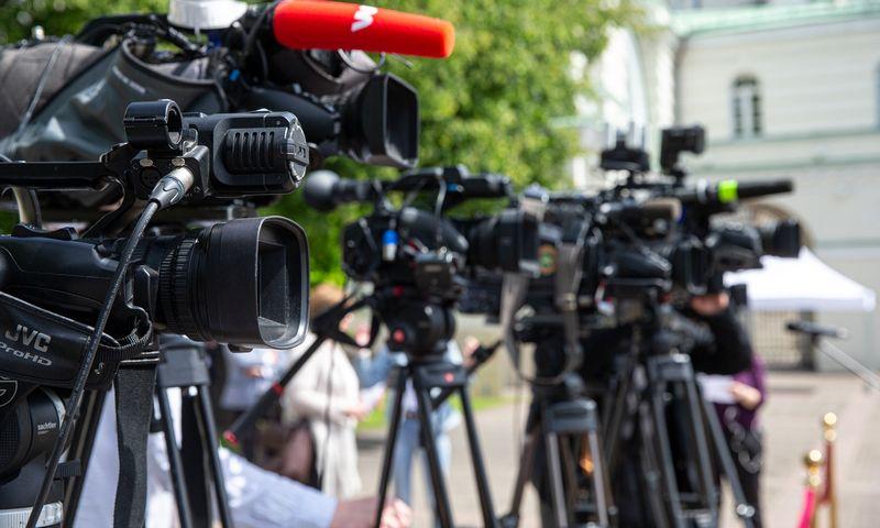 Televizijos kameros Prezidentūros kieme. Juditos Grigelytės (VŽ) nuotr.
