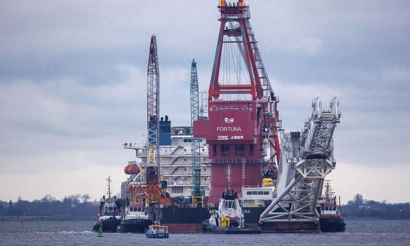 "Rusijos laivas ""Fortuna"" Baltijos jūroje. Jens Buettner (DPA/AP/""Scanpix"") nuotr.)"