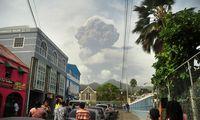 Karibų jūros saloje dėl ugnikalnio išsiveržimo evakuojami gyventojai