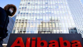 """Kinija """"Alibaba"""" skyrė 2,33 mlrd. Eur baudą"""
