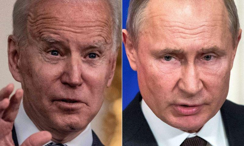 """JAV prezidentas Joe Bidenas ir Rusijos prezidentas Vladimiras Putinas. Erico Baradato ir Pavelo Golovkino (""""Scanpix"""" / AFP) nuotr."""