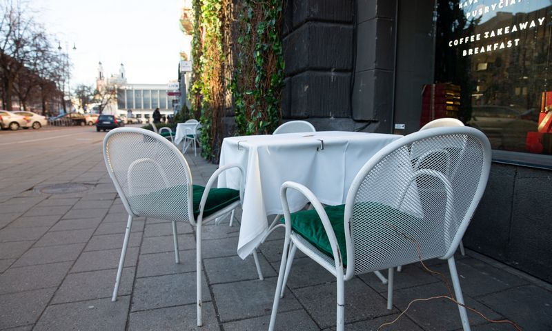 Restoranai ir barai grįžta į darbą: vieni laukia terasose, kiti – žinių dėl Gineso rekordų knygos