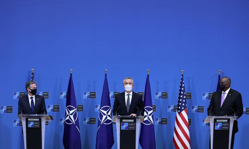 """JAV valstybės sekretorius Antony Blinkenas, NATO generalinis sekretorius Jensas Stoltenbergas ir JAV gynybos sekretorius Lloydas Austinas. Kenzo Tribouillard (""""Reuters""""/""""Scanpix"""") nuotr."""