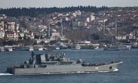 Dar du Rusijos desantiniai laivai įplaukė į Juodąją jūrą