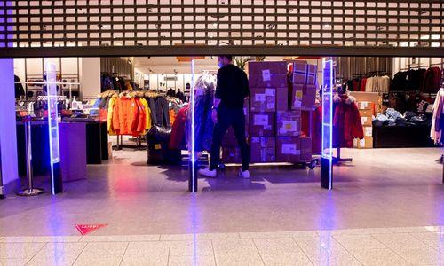 Dalis prekybos centrų parduotuvių nespėjo laiku testuoti darbuotojų