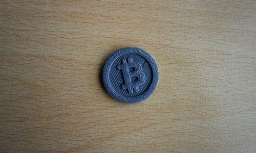 Po nesėkmingo savaitgalio bitkoinas peikėjasi iš 3 savaičių žemumų