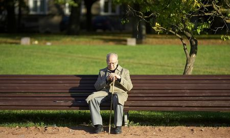 Vieniša senatvė vis dažnesnė: kaip jai pasiruošti?