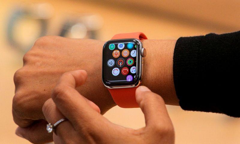 """Nuotraukoje – 5 kartos """"Apple"""" laikrodis. Brendano McDermido (""""Scanpix"""" / """"Reuters"""") nuotr."""