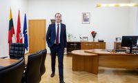 Keturios valstybės įstaigosvirs akcinėmis bendrovėmis