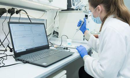 Kuria prietaisą koronavirusui nustatyti: pagaliukų į nosį kaišioti nebereikės