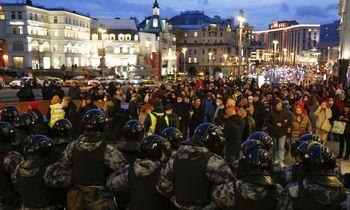 Rusijoje vilnija protestų banga, policija vaiko žmones, daugėja suimtųjų