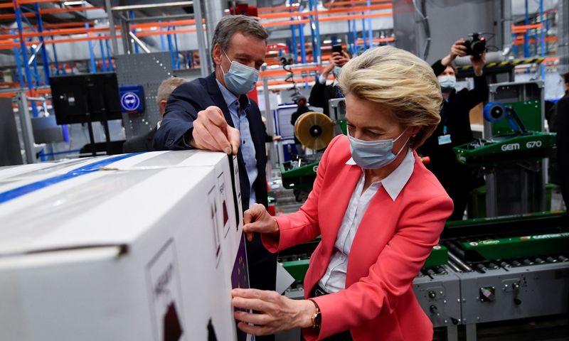 "EK pirmininkė Ursula von der Leyen ""Pfizer"" fabrike Piurse, Belgijoje. John Thys (""Reuters""/""Scanpix"") nuotr."