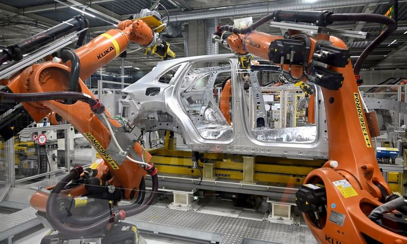 """""""Volkswagen"""" gamykla Slovakijoje. Radovano Stoklasos (""""Reuters"""" / """"Scanpix"""") nuotr."""