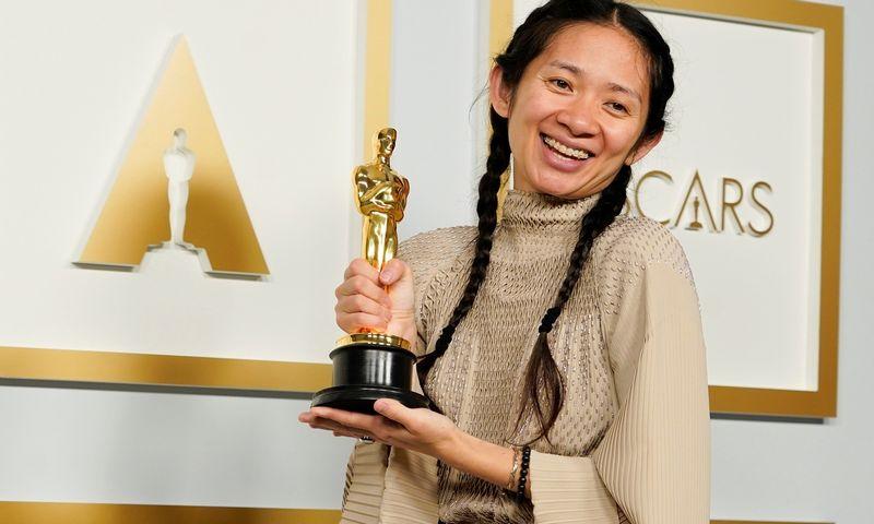 "Režisierė Chloe Zhao. Chris Pizzello (""Reuters""/"" Scanpix"") nuotr."