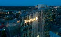 """""""Swedbank"""" Lietuvoje grynasis pelnas mažėjo 30%, pučiasi indėlių portfelis"""