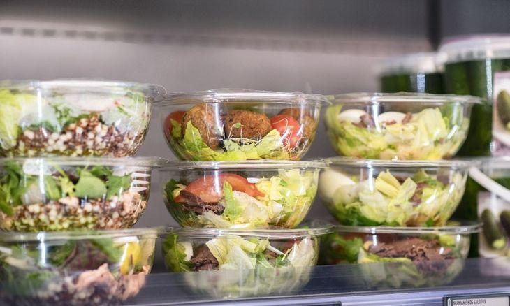 """""""Iki"""" kulinarijos asortimentą atnaujina triskart per metus: pirkėjai ieško ir skonių, ir sveikumo"""