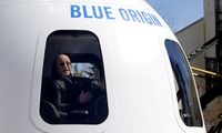 """""""Blue Origin"""" gegužę pradės pardavinėti turistinių skrydžių į kosmosą bilietus"""