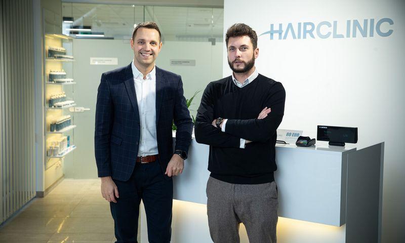 Gyd. Vytautas Dockus (kairėje) ir Vytenis Škarnulis, plaukų transplantacijos ir medicinos centro HAIR CLINIC, įkūrėjai. Vladimiro Ivanovo (VŽ) nuotr.