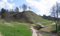 Keliaujantiems po Lietuvą – naujas senas Merkinės piliakalnis