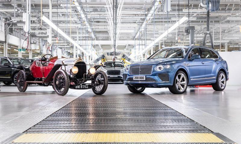"""Ypatinga proga: šalia aplinkai draugiškiausio """"Bentley"""" modelio """"Bentayga Hybrid"""" – pirmasis gamintojo automobilis XP 2."""
