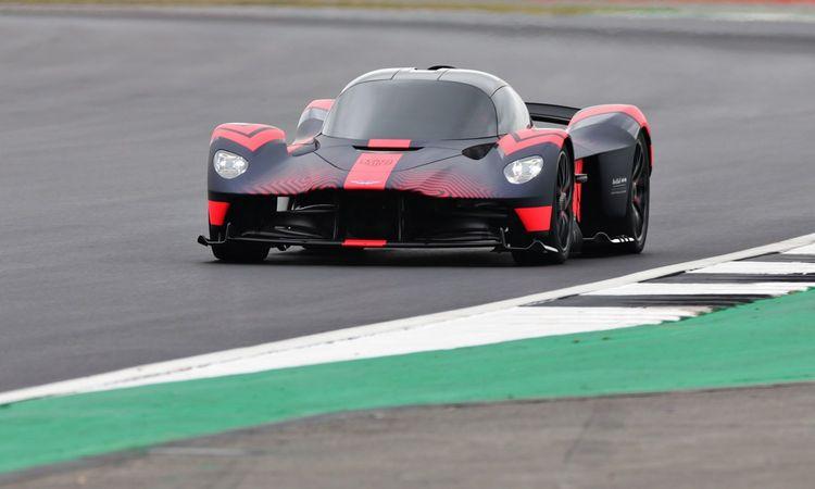 """""""Aston Martin Valkyrie"""" – """"Formulės - 1"""" technologijos serijiniame automobilyje"""