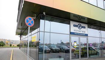 """Perkrauta """"Regitra"""" paralyžiuoja automobilių prekybos verslą"""